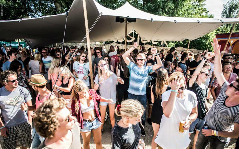 Paradigm Festival prodome Podia Tentverhuur
